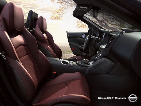Nissan 370Z roadster convertible interior seats